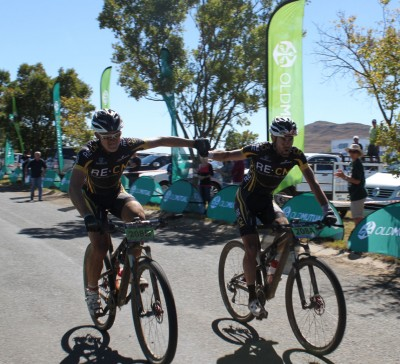 Woolcock and Luus storm to joBerg2c lead