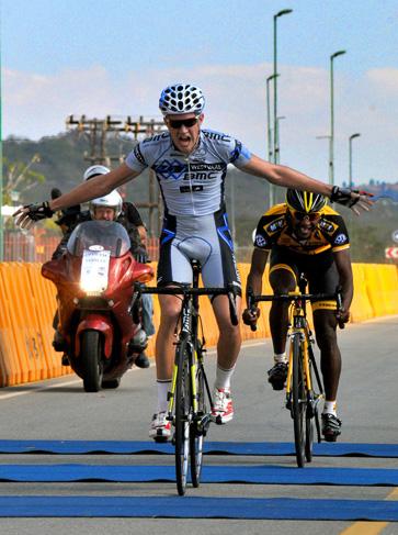 Girdlestone narrowly seals second Jock title