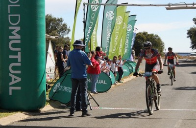 Rabie, Combrinck charge into joBerg2c lead