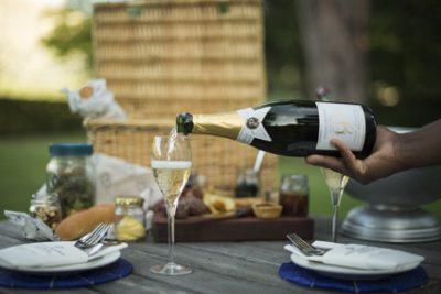 Grande Provence picnic pouring shot