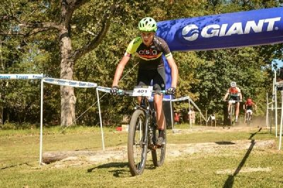 Symons, Bailey strike early in XCO Series